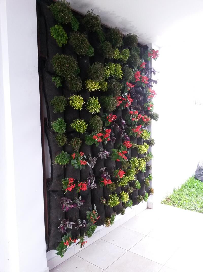 Suministro e Instalación de 4.80 m2 de pared verde en RESIDENCIA FAMILIAR.