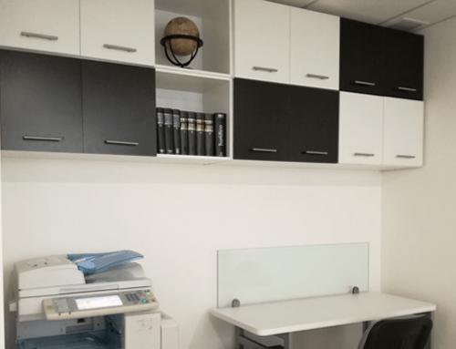 Fabricación e instalación de credenza y repisas Mayora & Mayora